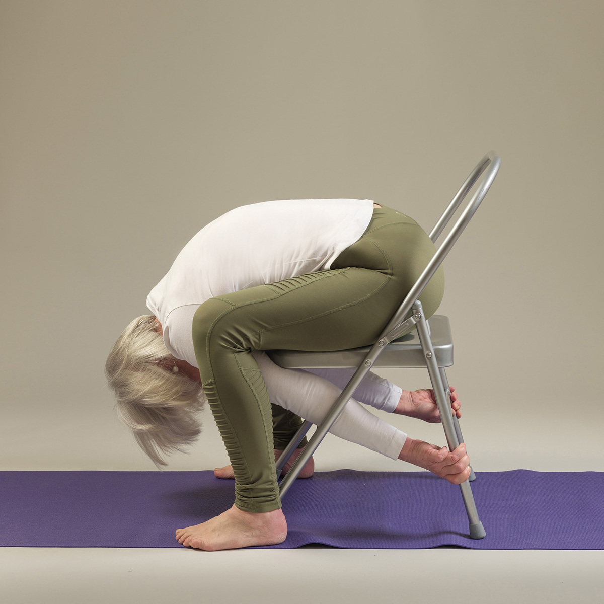 """yoga-chair-relaxing-pose """"width ="""" 1200 """"height ="""" 1200 """"srcset ="""" https://www.yogamatters.com/blog/wp-content/uploads/2019/03/ yoga-chair-relaxing-pose.jpg 1200w, https://www.yogamatters.com/blog/wp-content/uploads/2019/03/yoga-chair-relaxing-pose-300x300.jpg 300w, https: // www.yogamatters.com/blog/wp-content/uploads/2019/03/yoga-chair-relaxing-pose-1024x1024.jpg 1024w, https://www.yogamatters.com/blog/wp-content/uploads/2019 /03/yoga-chair-relaxing-pose-60x60.jpg 60w, https://www.yogamatters.com/blog/wp-content/uploads/2019/03/yoga-chair-relaxing-pose-32x32.jpg 32w , https://www.yogamatters.com/blog/wp-content/uploads/2019/03/yoga-chair-relaxing-pose-50x50.jpg 50w, https://www.yogamatters.com/blog/wp- contenu / uploads / 2019/03 / yoga-chair-relaxing-pose -64x64.jpg 64w, https://www.yogamatters.com/blog/wp-content/uploads/2019/03/yoga-chair-relaxing-pose-96x96.jpg 96w, https://www.yogamatters.com /blog/wp-content/uploads/2019/03/yoga-chair-relaxing-pose-128x128.jpg 128w """"values ="""" (max-width: 1200px) 100vw, 1200px """"/> </span></noscript></h2><h2><b><span data-contrast="""