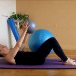 Exercices Pilates avec petit Ballon
